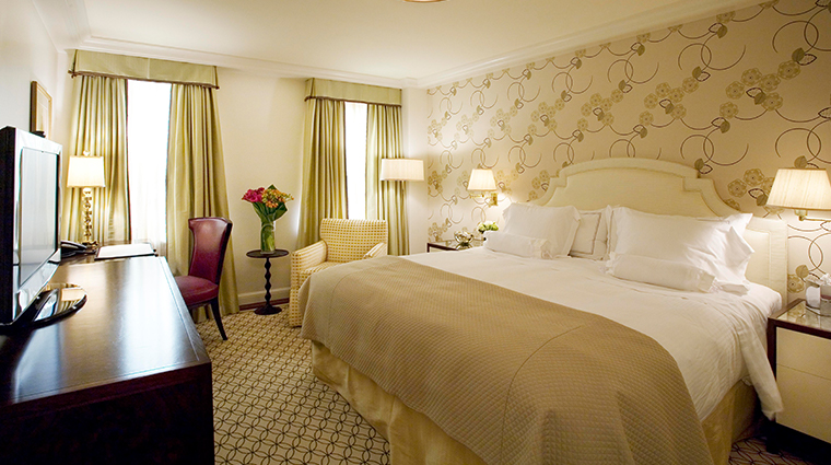 the carlyle a rosewood hotel superior king guestroom