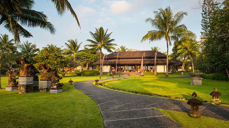 the chedi club tanah gajah ubud bali lobby entrance