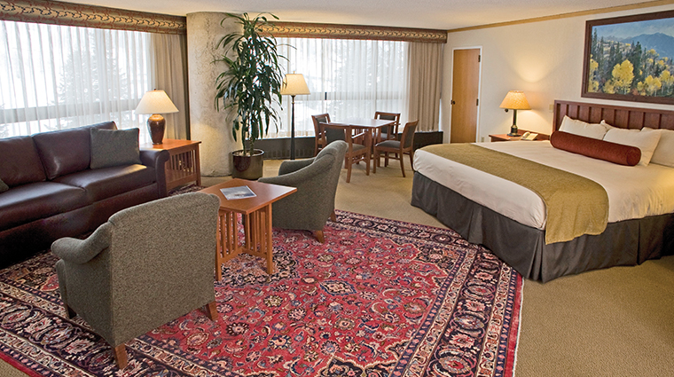 the cliff lodge guestroom