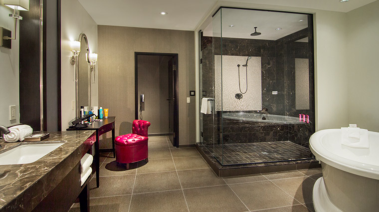 The Cromwell gallery suite bathroom