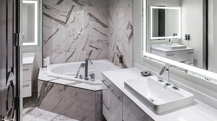 the davenport grand hotel autograph collection guest bathroom