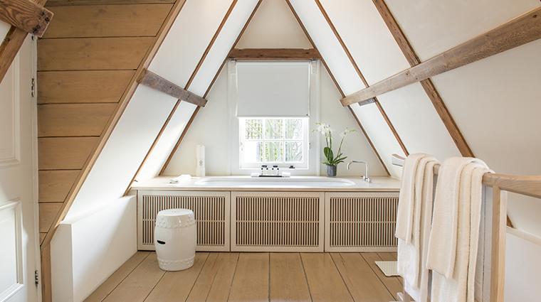 the dylan loft bathtub