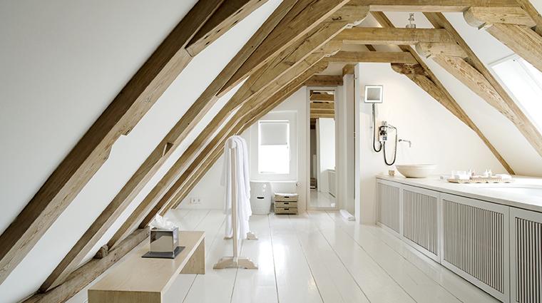 the dylan luxury suite loft bathroom