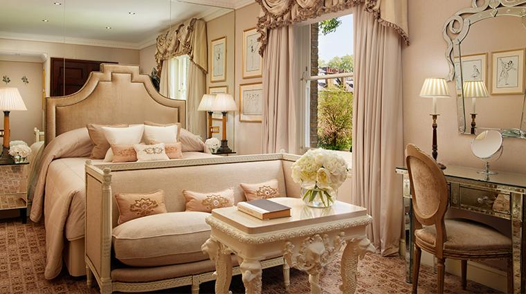 the egerton house hotel deluxe queen room