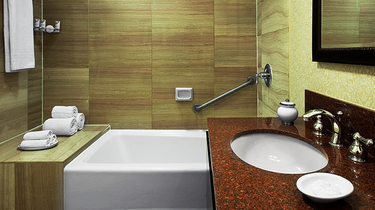the fairfax at embassy row standard bathroom