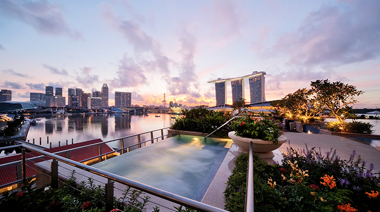 the fullerton bay hotel singapore rooftop pool