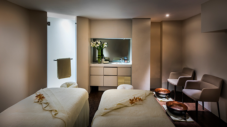 the fullerton hotel singapore couples treatment room