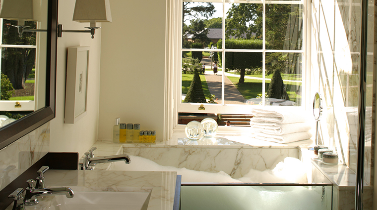 the grove vice presidential bath