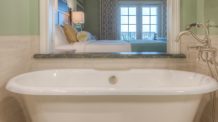 the henderson guestroom tub