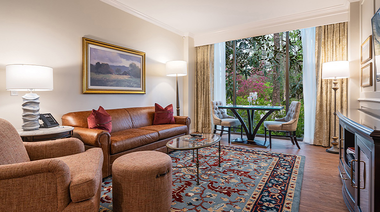 the houstonian hotel club and spa premier one bedroom living room3