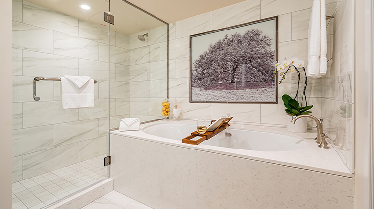 the houstonian hotel club and spa suites master bath7