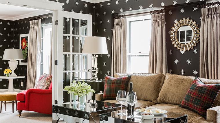 Property InnatHastingsPark Hotel GuestroomSuite KingSuiteLivingRoom TheInnatHastingsPark