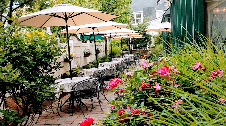 the inn at leola village outdoor dining