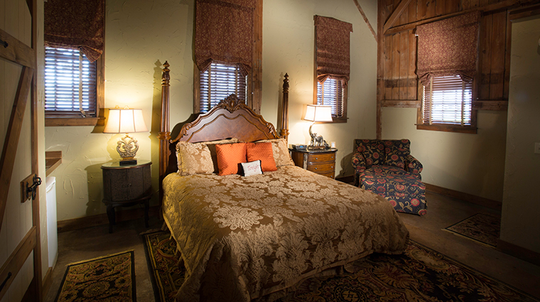 the inn at leola village room