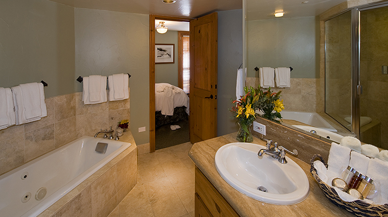 the inn at lost creek two bedroom condo bathroom
