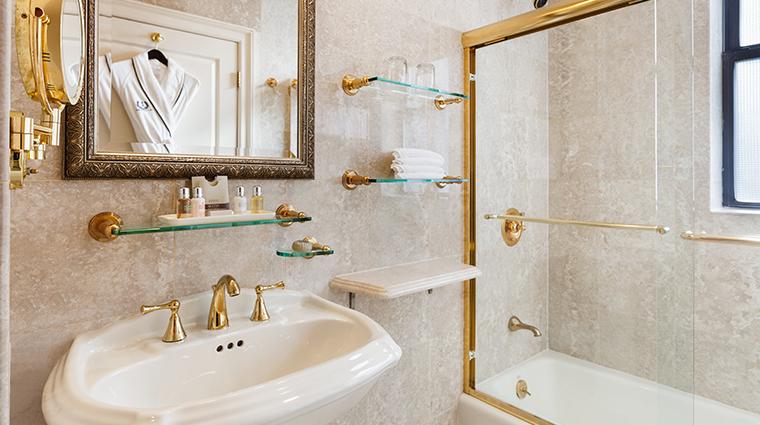 the iroquois new york executive king bathroom