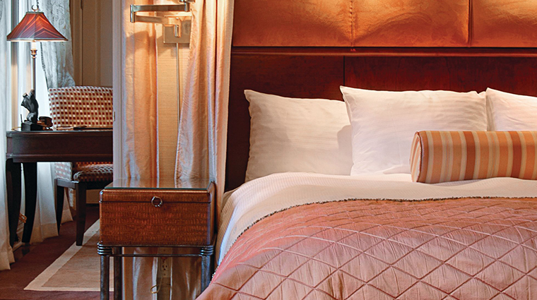 the iroquois new york king bed suite