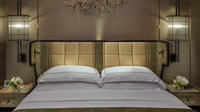 the landmark mandarin oriental hong kong bedroom