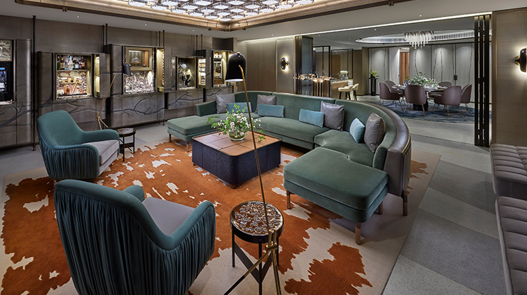 the landmark mandarin oriental hong kong entertainment suite living room
