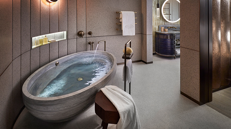 the landmark mandarin oriental hong kong entertainment suite master bath