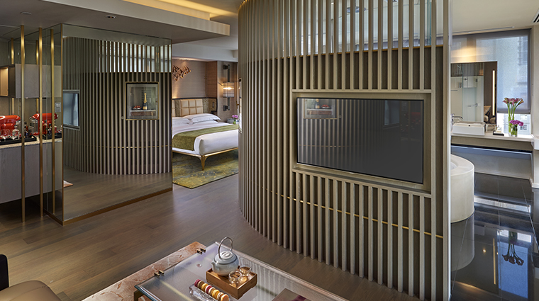 the landmark mandarin oriental hong kong signature series