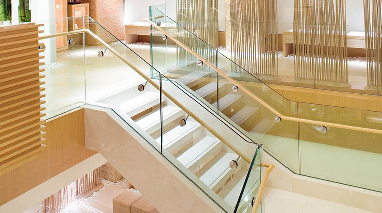 the landmark mandarin oriental hong kong spa lobby