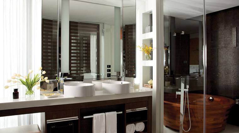 the langham xintiandi shanghai junior suite bathroom