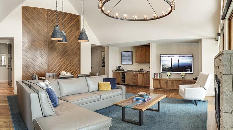edgewood tahoe emerald suite living room