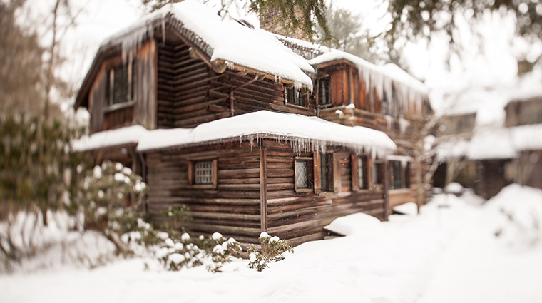 the lodge at glendorn lodge winter exterior