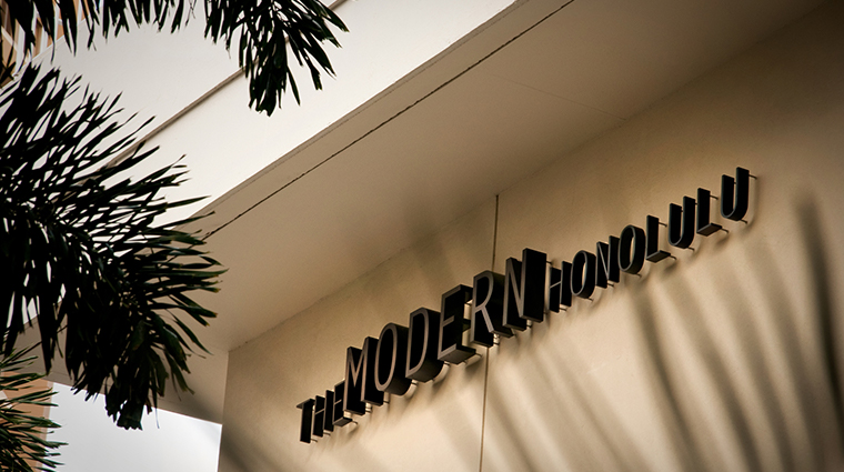 the modern honolulu by diamond resorts exterior sign