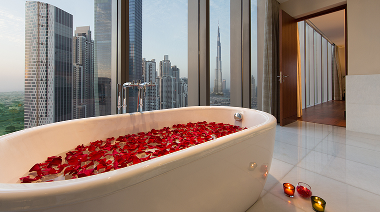 the oberoi dubai presidential tub