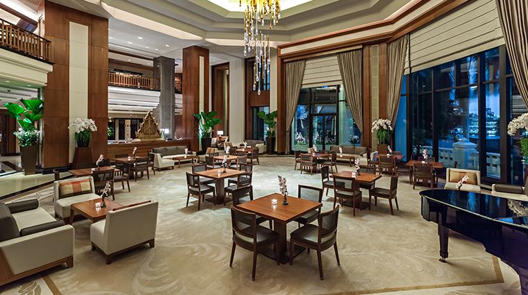 the peninsula bangkok lobby