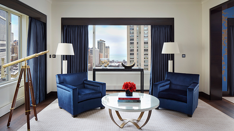 the peninsula chicago grand suite sitting area