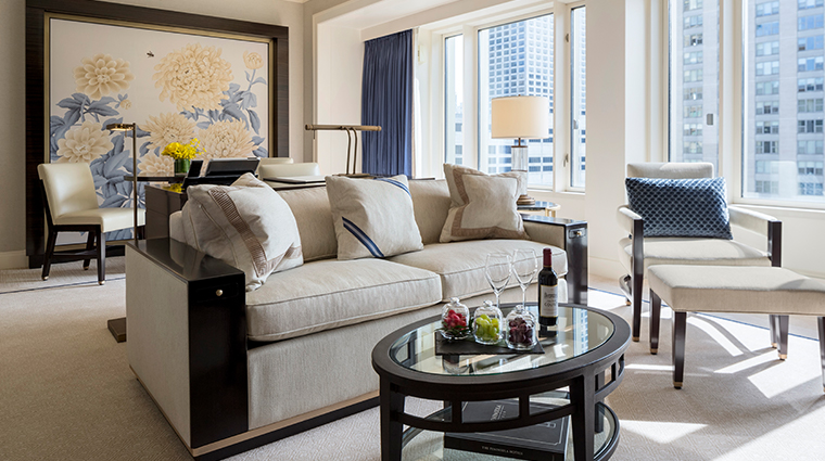 the peninsula chicago junior suite living room