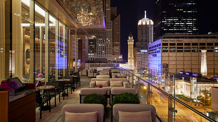 the peninsula chicago z bar exterior