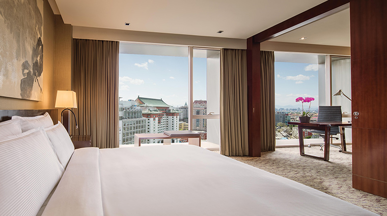 The Regent Beijing executive suite bed