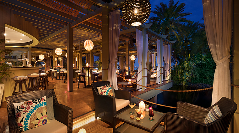 the ritz carlton bahrain bar lounge