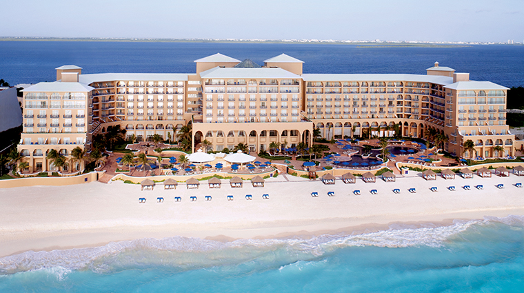 Go On A Chic Cancun Getaway