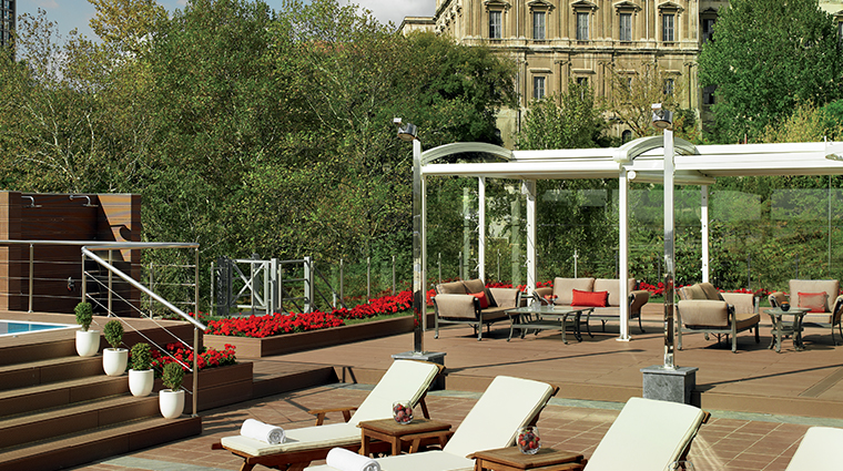 the ritz carlton istanbul ploungers