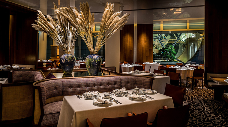 the ritz carlton millenia singap loungeore chihuly main dining hall