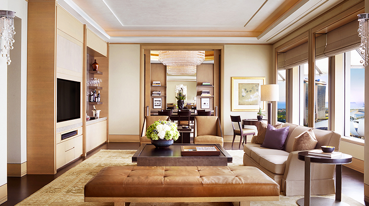 the ritz carlton millenia singapore living room