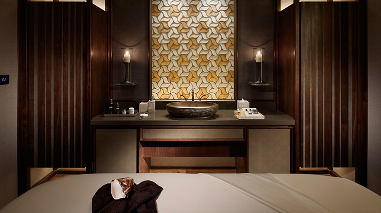 the ritz carlton millenia singapore spa treatment room