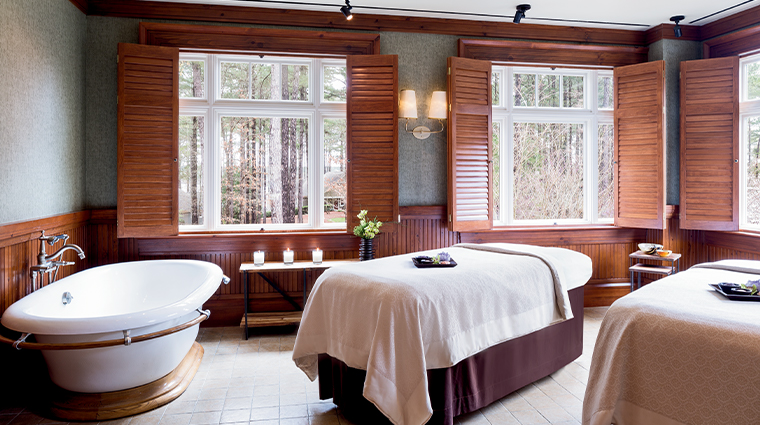the ritz carlton reynolds lake oconee spa treatment room