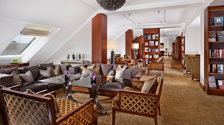 the ritz carlton vienna the club lounge