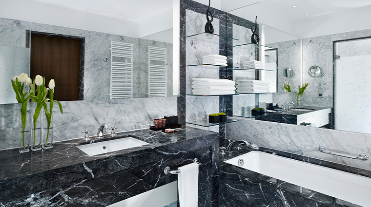 the ritz carlton vienna guestroom bathroom