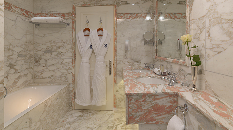 the ritz london green park suite bathroom