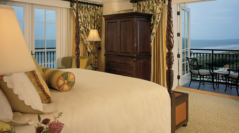 the sanctuary at kiawah island golf resort guestroom2