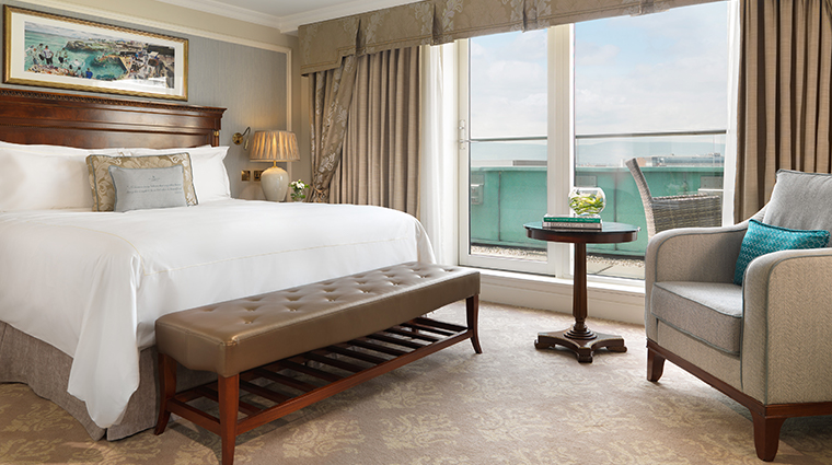 the shelbourne dublin a renaissance hotel balcony guest room
