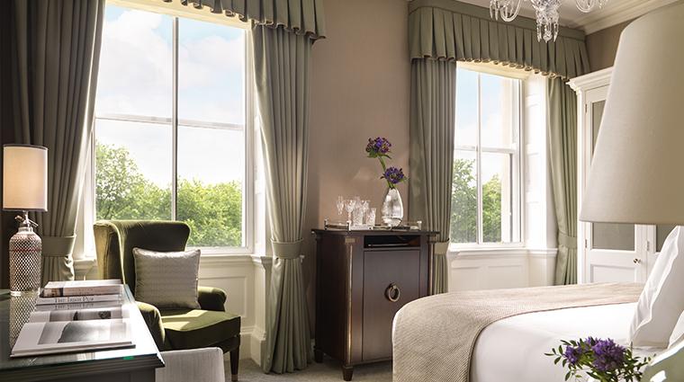 the shelbourne dublin a renaissance hotel junior suite bedroom