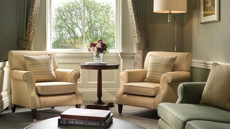 the shelbourne dublin a renaissance hotel junior suite lounge area